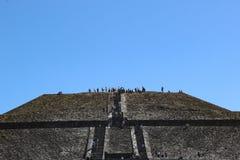 Pyramid av solen i Teotihuacan, Mexico - stad royaltyfri foto