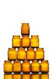 Pyramid av tomma medicin- eller skönhetsmedelflaskor Arkivbilder