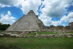 Pyramid av trollkarlen i Uxmal, Yucatan, Mexico Arkivfoton