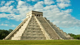 Pyramid of Chichen Itza, Temple of Kukulkan. Yucatan, Mexico stock video footage