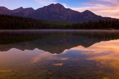 pyramid för 2 lake Fotografering för Bildbyråer