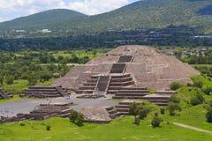 pyramid för moon ii Royaltyfria Bilder
