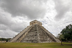 The Pyramid of kukulkan of Chichen Itza Royalty Free Stock Photography