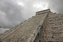 The pyramid of kukulkan in Chichen Itza Stock Photos
