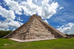 Pyramid Kukulkan, Chichen Itza Royaltyfri Bild