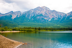 Pyramid lake in Jasper national park Royalty Free Stock Photos