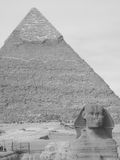 Pyramid och sfinx av Khafre Arkivbild