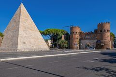 Free Pyramid Of Cestius And San Paolo Gate In Rome Stock Photography - 220663062