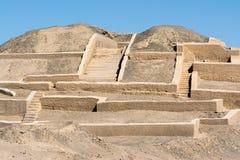 Pyramid på Cahuachi den arkeologiska platsen, den huvudsakliga ceremoniella mitten av Nazca kultur, Peru royaltyfria foton