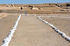 Pyramid på Cahuachi den arkeologiska platsen, den huvudsakliga ceremoniella mitten av Nazca kultur, Peru royaltyfri foto