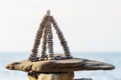 Pyramid på kusten Arkivfoto