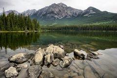 Pyramid sjö Jasper National Park Royaltyfri Bild
