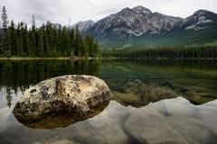 Pyramid sjö Jasper National Park Arkivbild