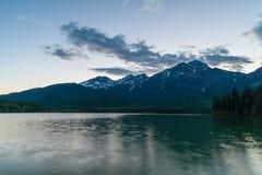 Pyramid sjö, Kanada Fotografering för Bildbyråer