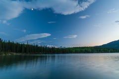 Pyramid sjö, Kanada Arkivbilder