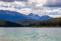 Pyramidberg Patricia Lake Jasper National Park Alberta, Kanada Arkivfoton