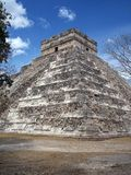 Pyramide bei Chichen-Itza, Mexiko stockbild