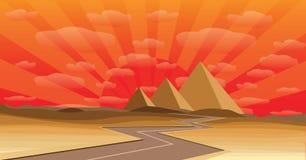 Pyramide bei Sonnenuntergang lizenzfreie stockfotos