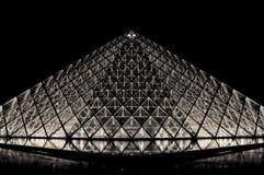 Pyramide d'auvent à Paris par nuit Photographie stock