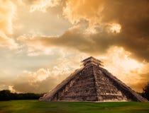 Pyramide d'El Castillo dans Chichen Itza, Yucatan, Mexique photos stock