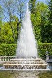 Pyramide de fontaine (Peterhof) Photo libre de droits