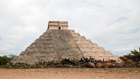 Pyramide de Kukulcan de temple d'El Castillo aux ruines maya de Chichen Itza du Mexique Image stock