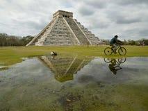 Pyramide de Kukulkan dans Chichen Itza Images libres de droits