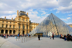 Pyramide de l'auvent, Paris Photo stock