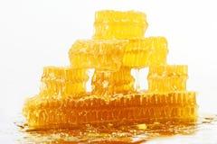 Pyramide de nid d'abeilles sur le fond blanc Image libre de droits