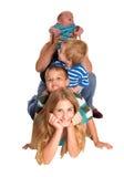 Pyramide de quatre enfants sur le plancher Photo stock