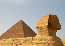 Pyramide de sphinx et de Cheops Images libres de droits