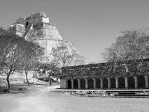 Pyramide der Magier Uxmal lizenzfreie stockfotos