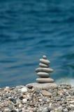 Pyramide des pierres de mer Image stock