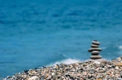 Pyramide des pierres de mer Photos stock