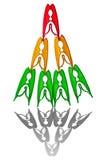 Pyramide des pinces à linge multicolores Photographie stock
