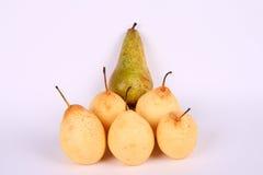 Pyramide des poires jaunes Photo libre de droits