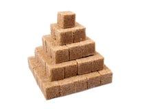 Pyramide die van bruine rietsuiker wordt gemaakt Stock Foto