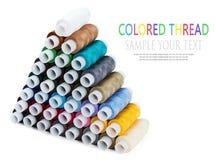 Pyramide du fil coloré multi de couture Image stock