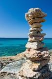 Pyramide en pierre de zen Photographie stock libre de droits