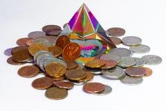 Pyramide et pièces de monnaie de Feng Shui Photo libre de droits