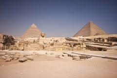 Pyramide et sphinx Image stock