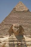 Pyramide et sphinx Photographie stock libre de droits