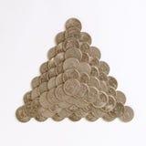 Pyramide gebildet von den Münzen Stockfotos