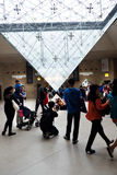 Pyramide inversée au Louvre de Le Carrousel Du (mail de Louvre), Paris, France Photos stock