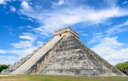 Pyramide maya chez Chichen Itza, Mexique photographie stock