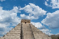 Pyramide maya de Kukulcan dans Chichen Itza photos libres de droits