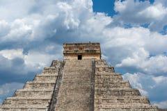 Pyramide maya de Kukulcan El Castillo dans Chichen Itza images stock