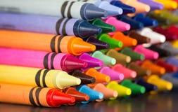 Pyramide multicolore de crayons Image libre de droits