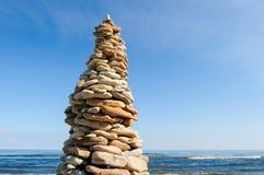 Pyramide sur le bord de la mer Photo stock