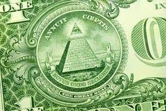 Pyramide sur le dollar photo stock